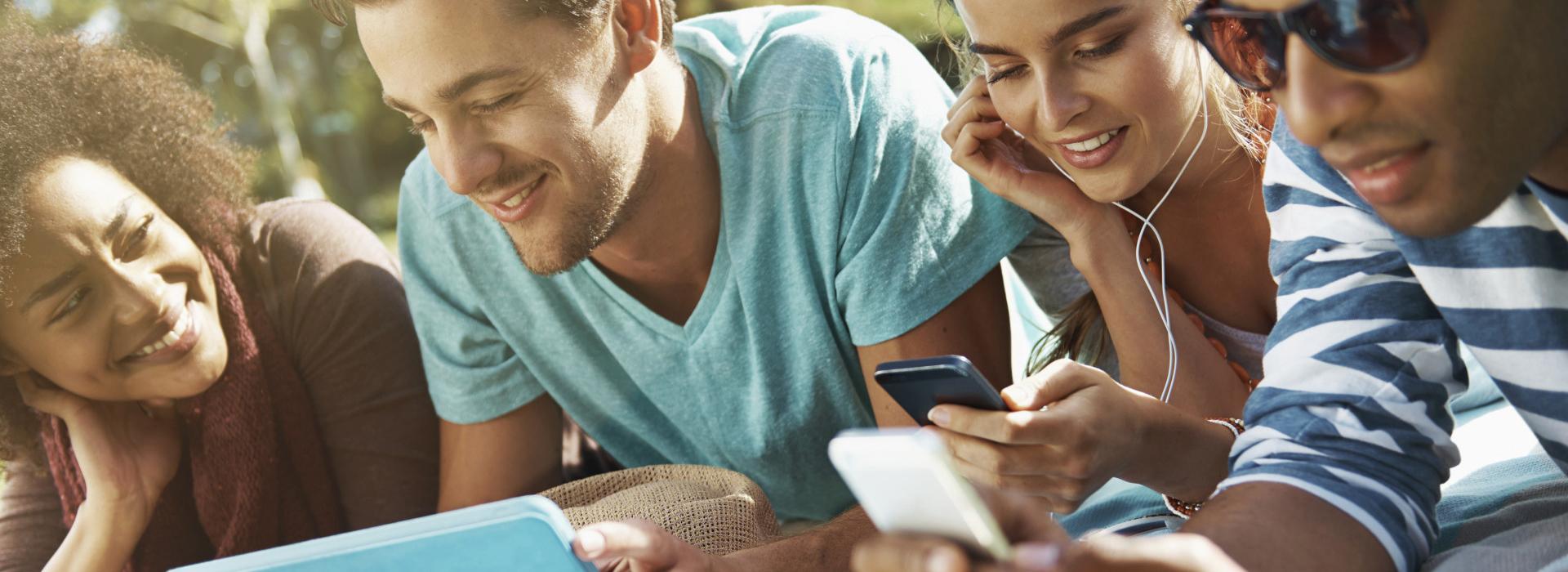 Яркие и практичные чехлы для телефонов