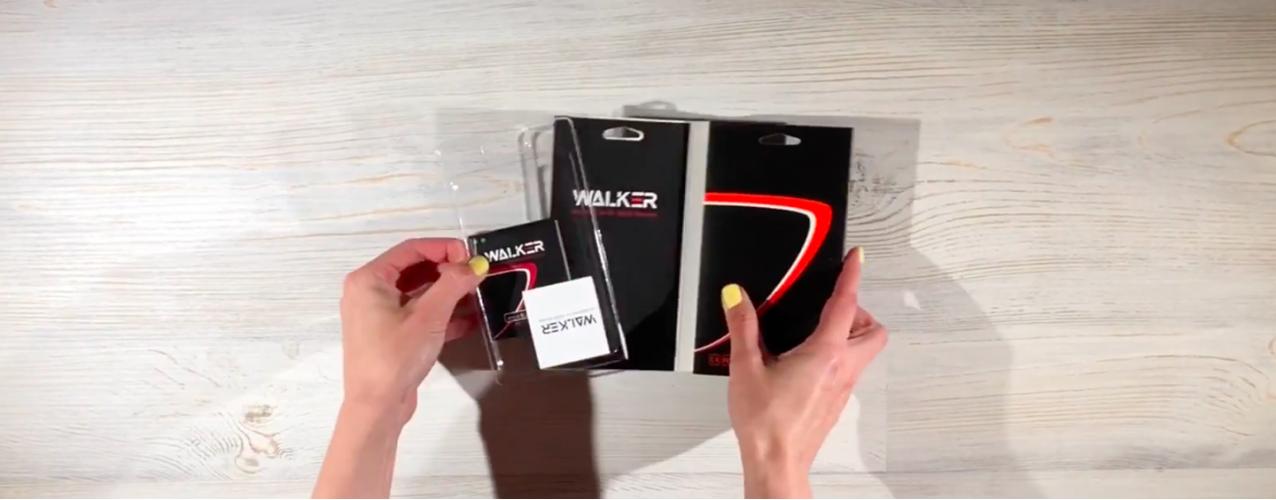 Распаковка аккумуляторной батареи фирмы Walker для смартфона